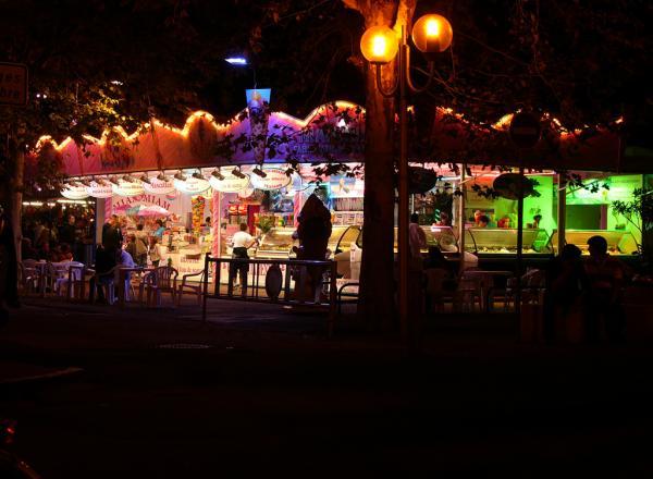 La place brochard, la nuit